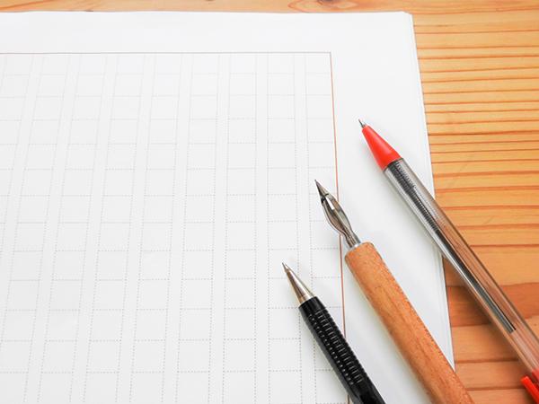 原稿用紙と赤ペン